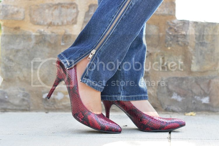 Curvy Girl Chic Plus Size Fashion Casual Outfit Mossimo Snakeskin Pumps
